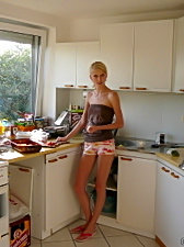 After hot masturbation in the shower blonde girl prepares dinner for boyfriend