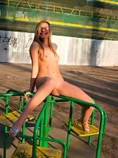 Absolutely loose girl gets naked in the city park