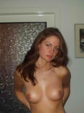 Pretty gf shows off her gorgeous naked body